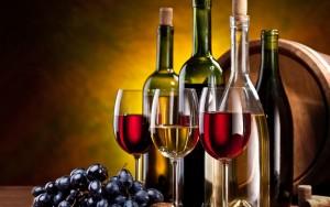 Xin giây phép kinh doanh rượu (Ảnh CAO)