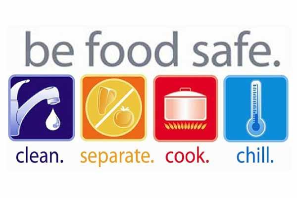 Làm thủ tục giấy phép an toàn vệ sinh thực phẩm (Ảnh CAO MEDIA)